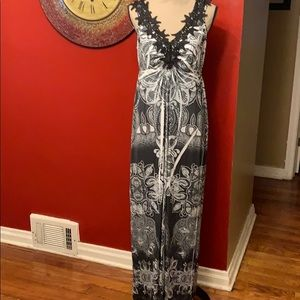 Apt 9 Black and white Maxi dress Size Medium NWT